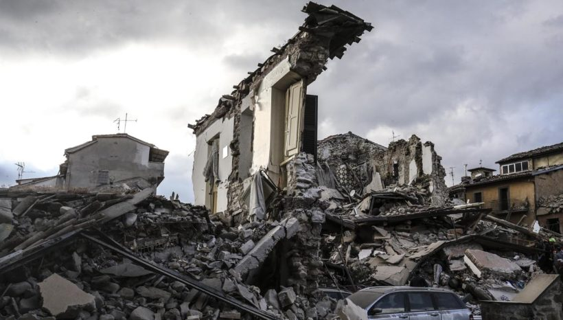 Vicino alle vittime del terremoto
