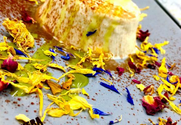 Panna cotta, lime e thè verde con coriandoli eduli #ficheraversion